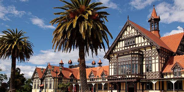 新西兰市政府花园旅游_新西兰市政府山庄旅游攻略2花园远山地下城堡图片