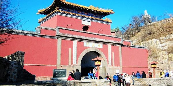 泰安是中国著名的风景旅游城市和历史文化名城,是山东省发展经济承东