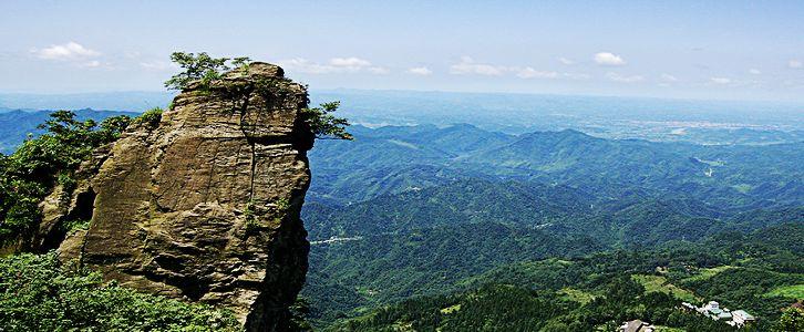 """""""大薤山风景区处于古隆中,武当山,神农架的黄金旅游线上,是鄂西生态"""