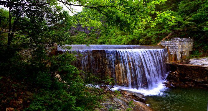 天峡风景区不仅有独有的自然景观,还有着悠久而又浓厚的文化底蕴.